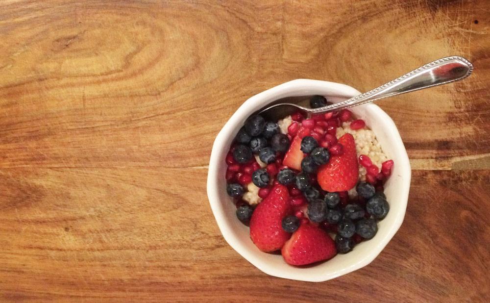 oatmeal with chopped fruit